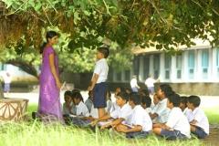 阿图尔建立的第一所学校——Kalyani Shala户外教学